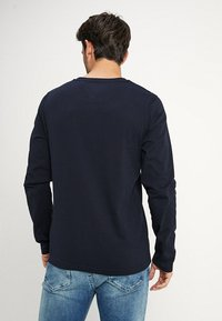 Tommy Hilfiger - LOGO LONG SLEEVE TEE - Long sleeved top - blue - 2