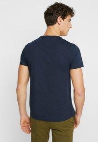 Tommy Hilfiger - LOGO BAND TEE - T-Shirt print - blue - 2