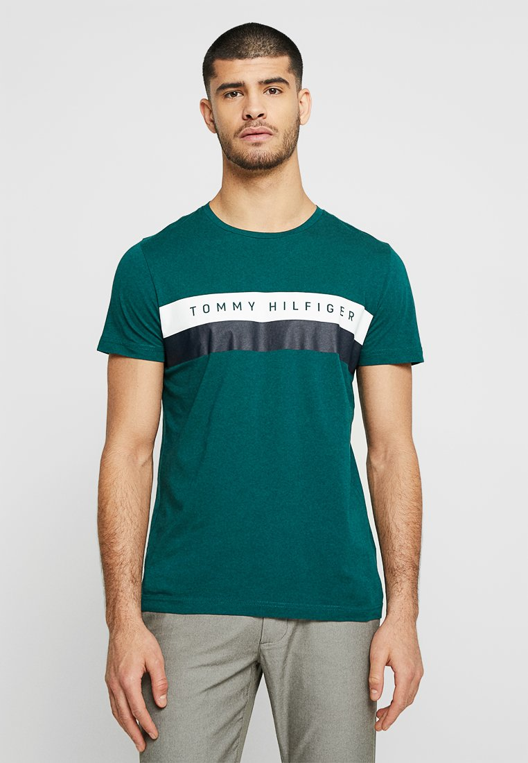 Tommy Hilfiger - LOGO BAND TEE - T-shirt con stampa - green