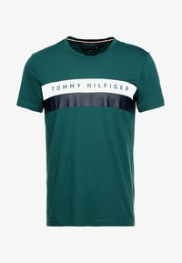 Tommy Hilfiger - LOGO BAND TEE - T-shirt con stampa - green - 3