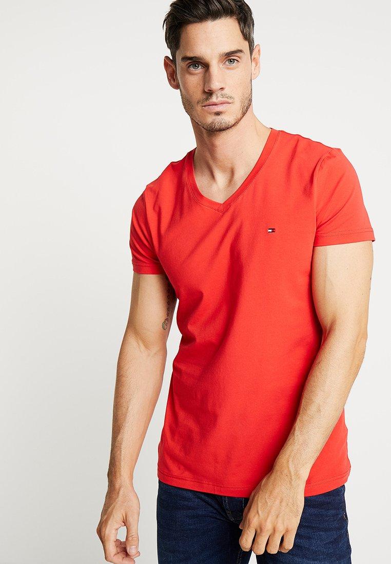 Tommy Hilfiger - STRETCH SLIM FIT VNECK TEE - T-Shirt basic - red