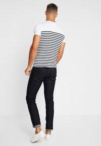 Tommy Hilfiger - BRETON TEE - T-shirt print - white - 2