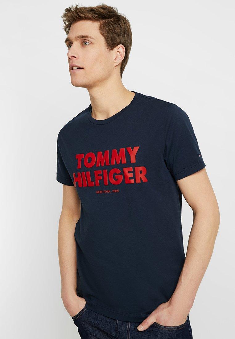 Tommy Hilfiger - TEE - T-shirts med print - blue