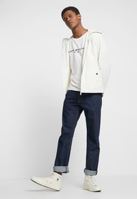 Tommy Hilfiger - LOGO TEE - T-shirt con stampa - white - 1