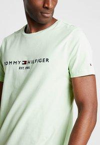 Tommy Hilfiger - LOGO TEE - T-shirts med print - green - 4
