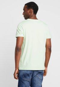 Tommy Hilfiger - LOGO TEE - T-shirts med print - green - 2
