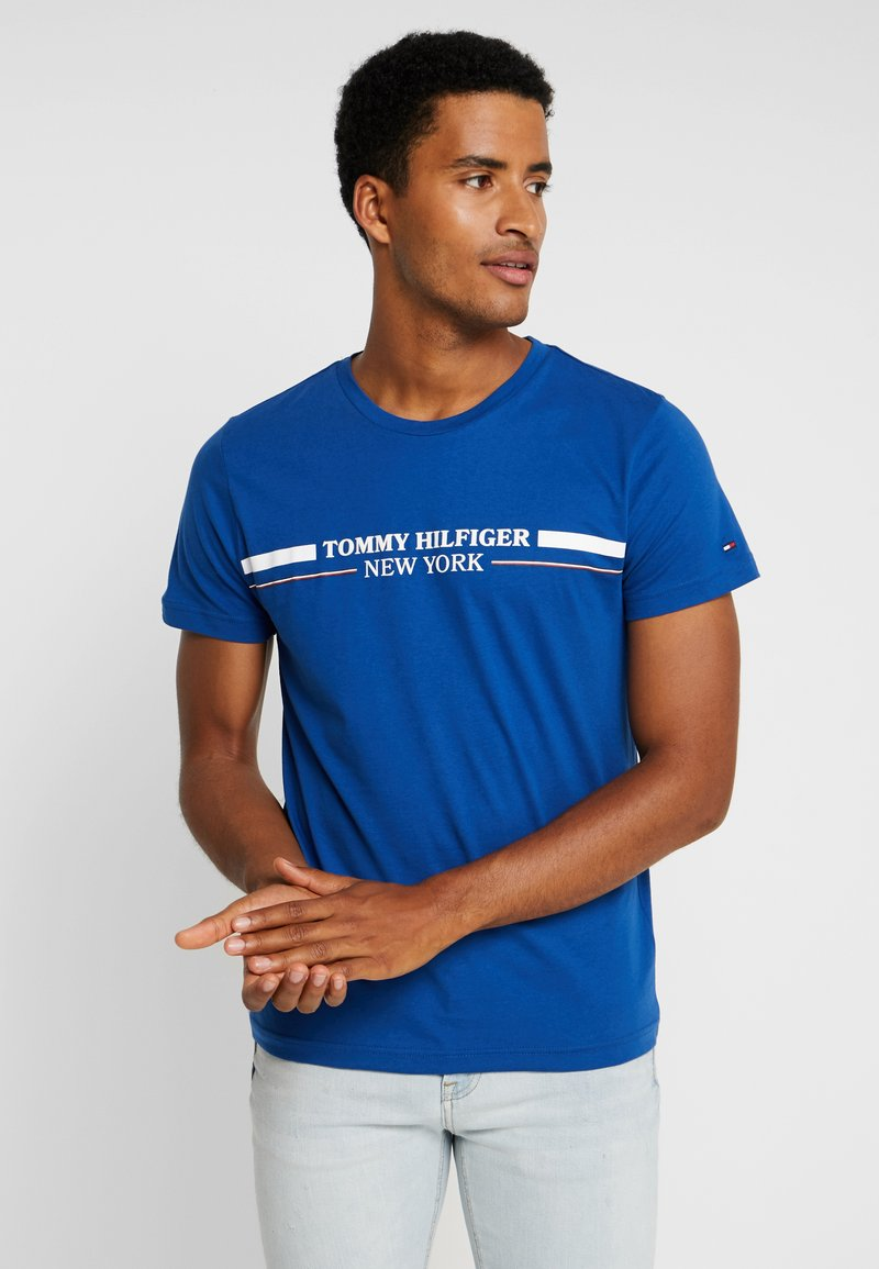 Tommy Hilfiger - YACHT STRIPE TEE - T-shirts med print - blue