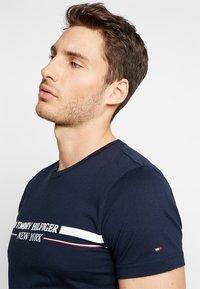 Tommy Hilfiger - YACHT STRIPE TEE - Print T-shirt - blue - 3
