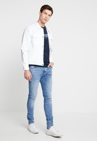 Tommy Hilfiger - APPLIQUE TEE - T-shirt con stampa - blue - 1
