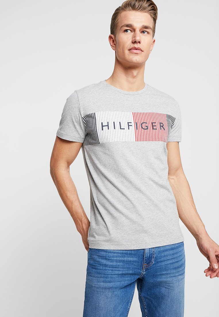 Tommy Hilfiger - CORP MERGE TEE - T-Shirt print - grey