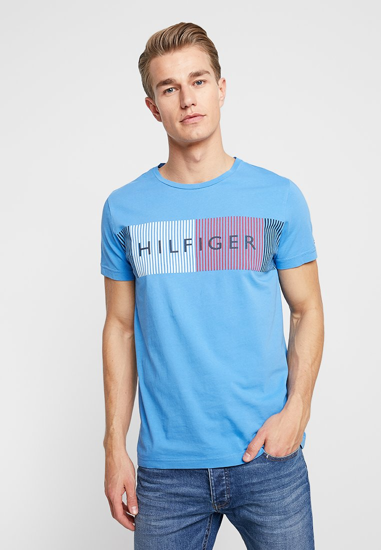 Tommy Hilfiger - CORP MERGE TEE - T-Shirt print - blue