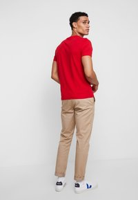 Tommy Hilfiger - CORP FRAME TEE - T-shirt con stampa - red - 2