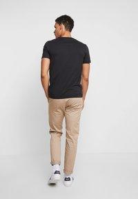 Tommy Hilfiger - CORP FRAME TEE - T-shirt print - black - 2