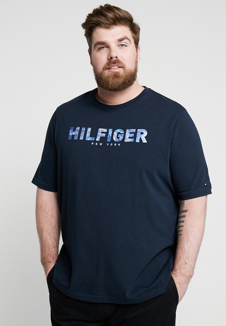 Tommy Hilfiger - APPLIQUE TEE - Camiseta estampada - blue