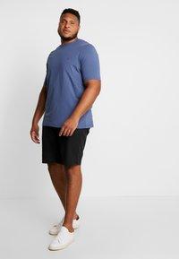 Tommy Hilfiger - STRETCH TEE - Basic T-shirt - blue - 1