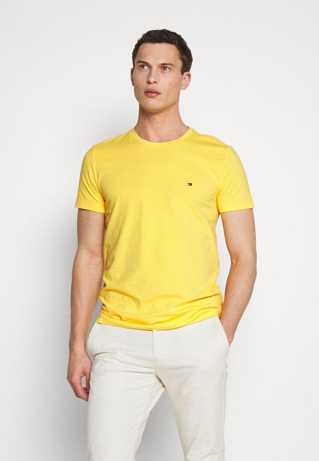 STRETCH SLIM FIT TEE - T-shirt print - yellow