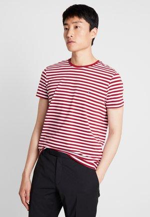 STRETCH SLIM FIT TEE - Print T-shirt - rhubarb/bright white