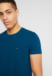 Tommy Hilfiger - T-shirt print - blue - 4