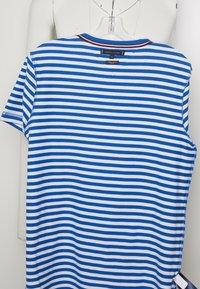 Tommy Hilfiger - STRETCH SLIM FIT TEE - T-shirt print - blue - 4