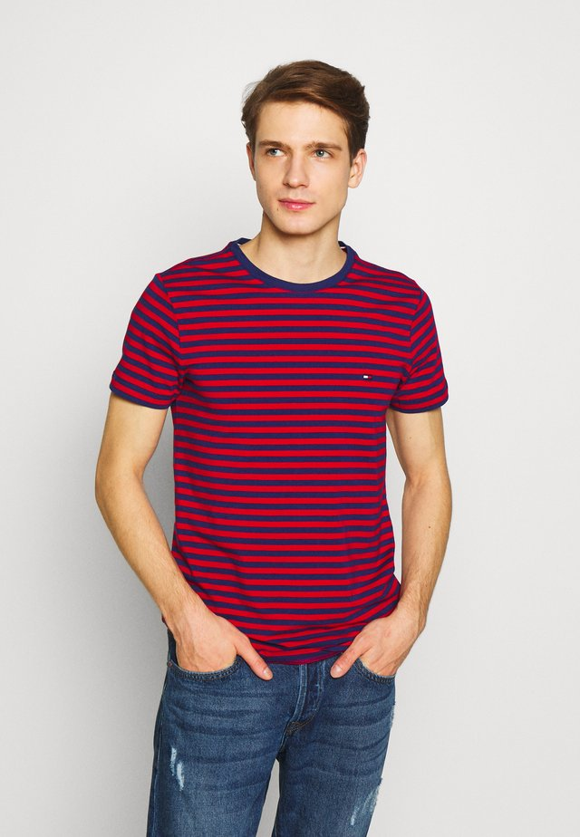 STRETCH SLIM FIT TEE - Triko s potiskem - red