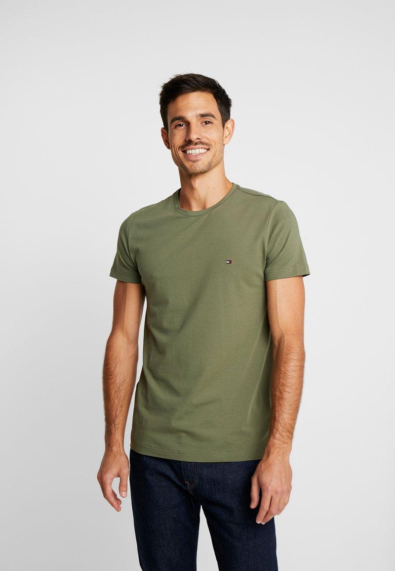 Tommy Hilfiger - STRETCH SLIM FIT TEE - T-shirts med print - green