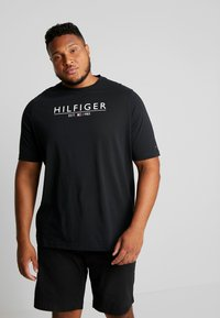 Tommy Hilfiger - UNDERLINE TEE - Print T-shirt - black - 0