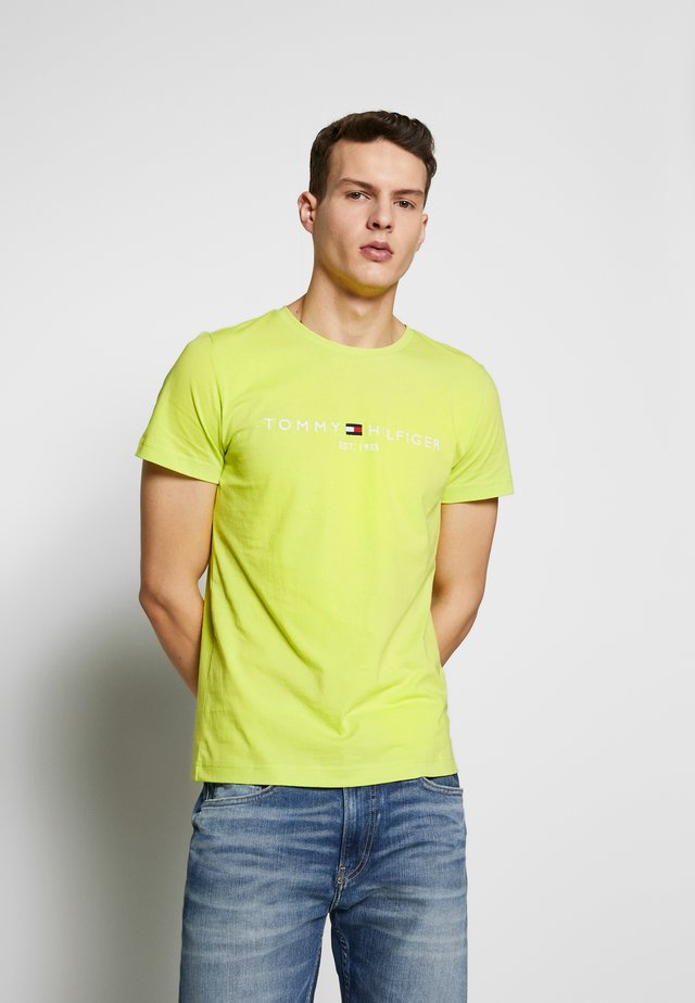 LOGO TEE - Camiseta estampada - green
