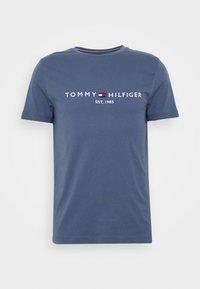 Tommy Hilfiger - LOGO TEE - T-shirt imprimé - blue - 3