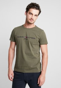 Tommy Hilfiger - LOGO TEE - Camiseta estampada - green - 0