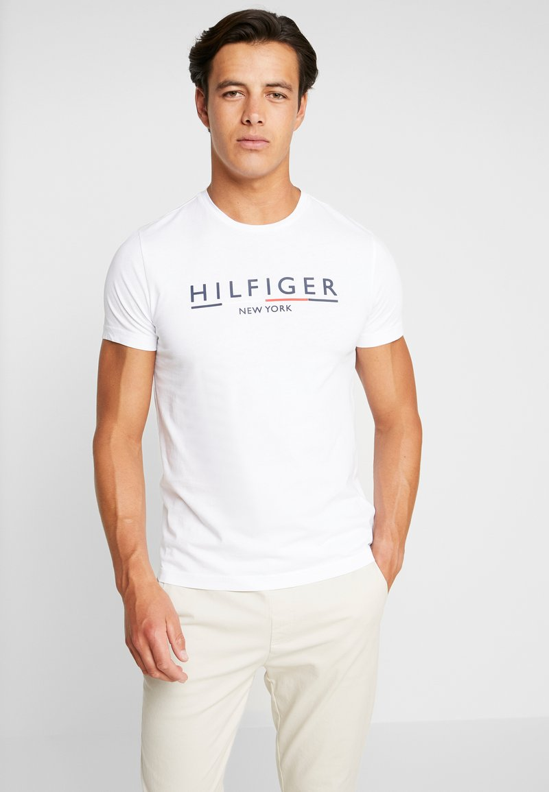 Tommy Hilfiger - CORP UNDERLINE TEE - T-shirts med print - white
