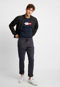 Tommy Hilfiger - BOX LOGO TEE - Camiseta estampada - blue - 1