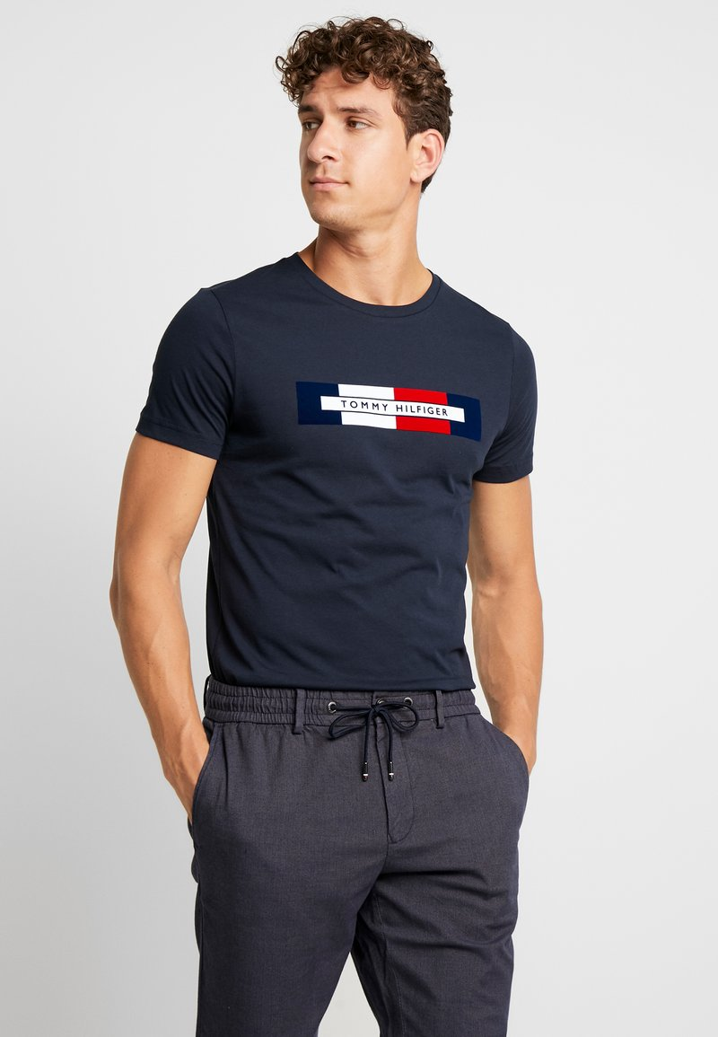 Tommy Hilfiger - BOX LOGO TEE - Camiseta estampada - blue