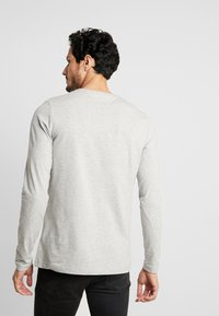 Tommy Hilfiger - STRETCH SLIM FIT LONG SLEEVE - Long sleeved top - grey - 2