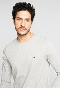 Tommy Hilfiger - STRETCH SLIM FIT LONG SLEEVE - Long sleeved top - grey - 3