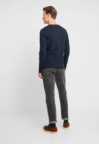 Tommy Hilfiger - STRETCH SLIM FIT VNECK TEE - Long sleeved top - blue - 2