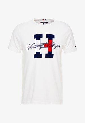 FLAG SCRIPT TEE - Camiseta estampada - white