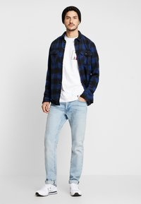 Tommy Hilfiger - ICON BADGE RELAXED FIT TEE - Camiseta estampada - white - 1