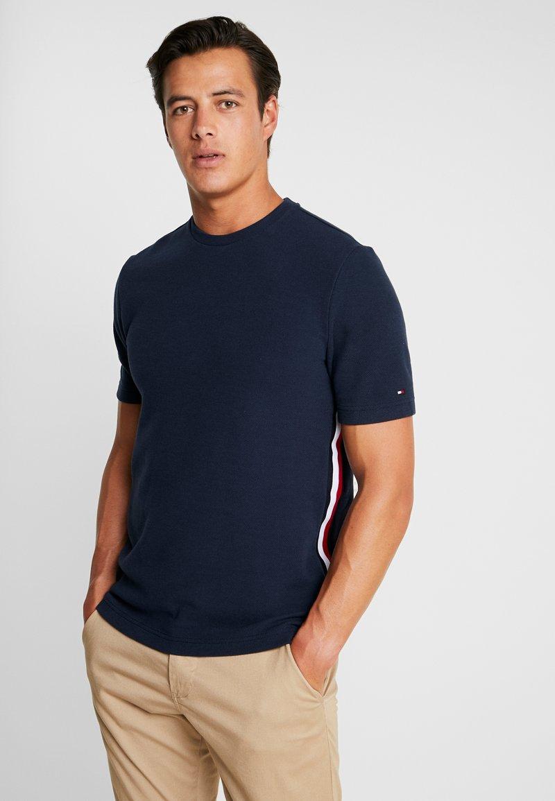 Tommy Hilfiger - GLOBAL STRIPE INSERT RELAX TEE - Print T-shirt - blue