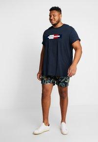 Tommy Hilfiger - BOX LOGO TEE - T-Shirt print - blue - 1