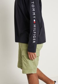 Tommy Hilfiger - LOGO LONG SLEEVE TEE - Long sleeved top - blue - 5