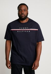 Tommy Hilfiger - CORP SPLIT TEE - T-shirts med print - blue - 0