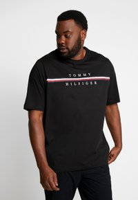Tommy Hilfiger - CORP SPLIT TEE - T-shirts med print - black - 0