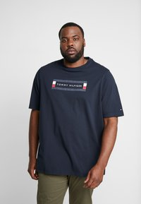 Tommy Hilfiger - CORP BOX LOGO TEE - Printtipaita - blue - 0