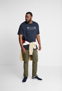 Tommy Hilfiger - CORP BOX LOGO TEE - Printtipaita - blue - 1