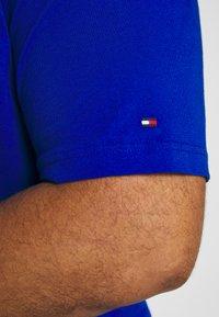 Tommy Hilfiger - CORP BAR TEE - Print T-shirt - blue - 5