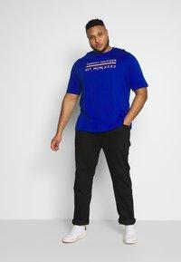 Tommy Hilfiger - CORP BAR TEE - Print T-shirt - blue - 1