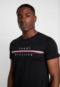 Tommy Hilfiger - CORP SPLIT TEE - Print T-shirt - black - 3