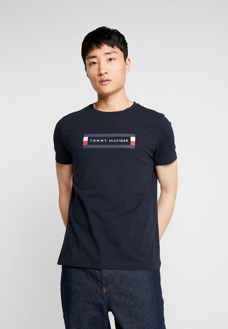 Tommy Hilfiger - BOX LOGO TEE - T-Shirt print - blue