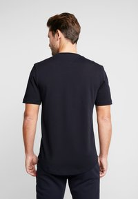 Tommy Hilfiger - FLAG CHEST EMBROIDERY RELAX TEE - T-shirt imprimé - blue - 2