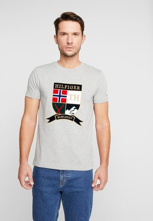 SHIELD TEE - Print T-shirt - grey